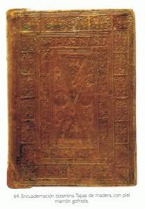 Encuadernación bizantina. Tapas de madera con piel marrón gofrada.